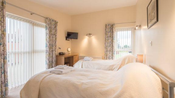 First floor twin bedroom with en-suite